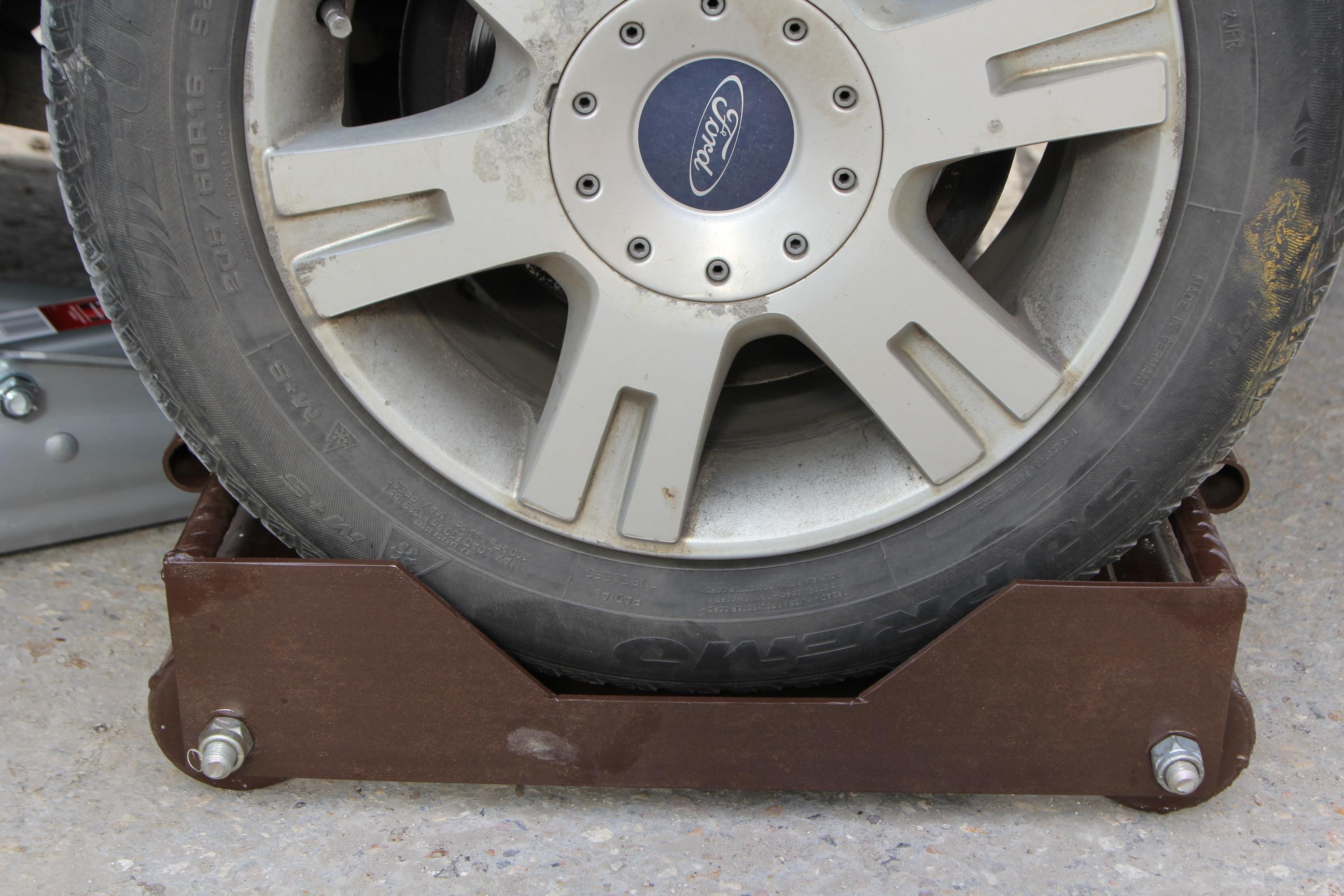 Тележка подкатная для заблокированного колеса